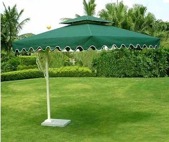 Góc sân vườn với dù che đẹp mắt