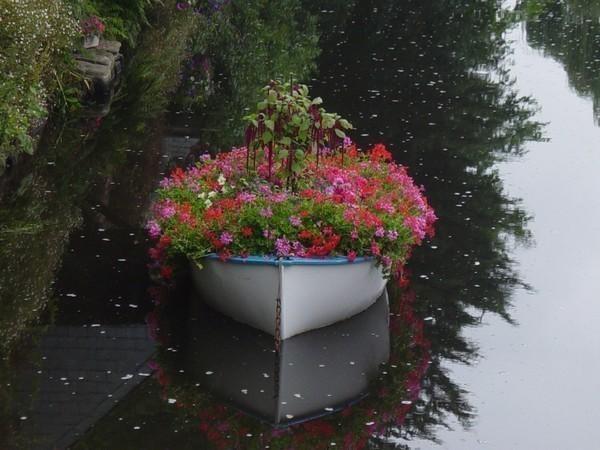 Làm đẹp ngoại thất với thuyền hoa