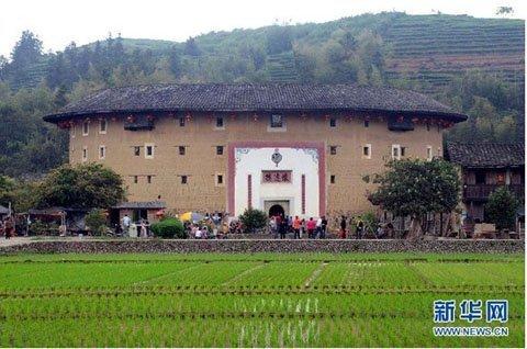 Thú vị bên trong những tòa nhà bằng đất ở Trung Quốc