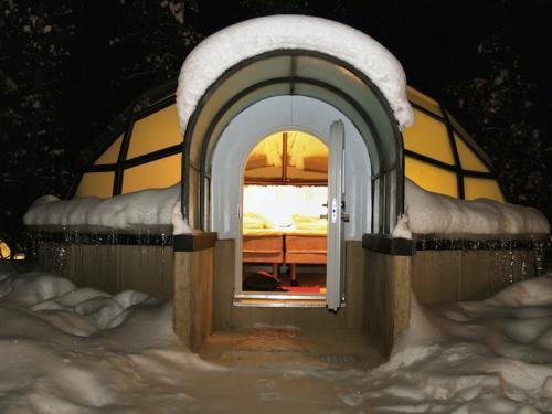 Sang Phần Lan ngủ lều tuyết, ngắm Bắc Cực Quang
