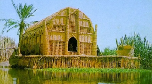 Những ngôi nhà lau sậy hùng vĩ trên đầm lầy miền Nam Iraq