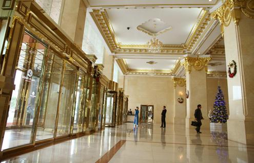 Cận cảnh khách sạn 5 sao dát vàng tại Hà Nội