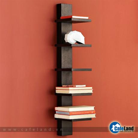 Kệ treo với 5 ngăn có thể tháo lắp, gắn với một khung cố định vào tường.