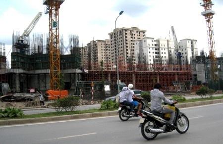 """Đầu tư bất động sản: """"Lách"""" qua khủng hoảng"""