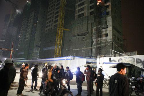 Hà Nội: Sập giàn giáo, nhiều người bị vùi lấp