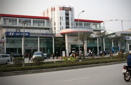 Hàng loạt bãi đỗ xe thủ đô biến thành trung tâm thương mại