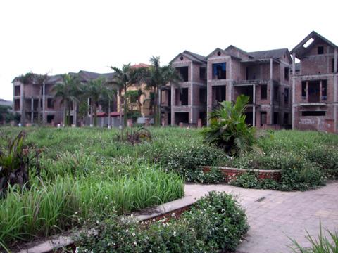 Xẻ đất nông nghiệp xây biệt thự bỏ hoang