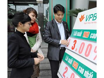 Doanh nghiệp vay vốn ngân hàng: Trần lãi suất vẫn chỉ hạ trên... giấy?
