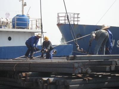 Thêm áp lực lên ngành thép