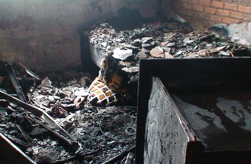Cháy chung cư, cả trăm người hoảng hốt