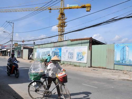 Giá địa ốc khó giảm vì chính sách