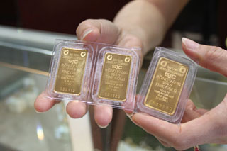 Giá vàng về sát mốc 43 triệu đồng/lượng