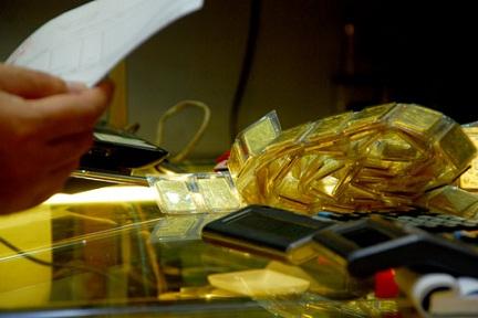 Giá vàng trong nước cao hơn thế giới khoảng 3 triệu đồng/lượng