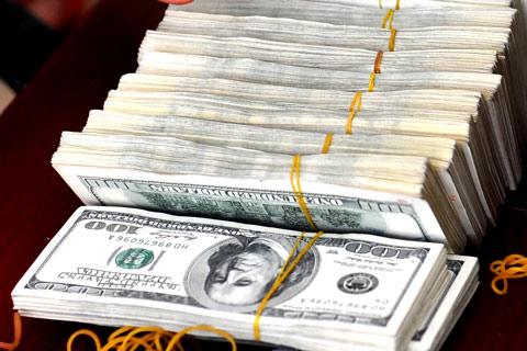 Tỷ giá liên ngân hàng tăng sau hơn một tháng cố định