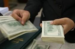Giao dịch USD 'chợ đen' ngang nhiên hoạt động