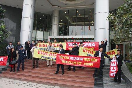 Viglacera giữ giá, khách hàng nhờ luật sư