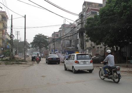 Bức xúc chuyện xây nhà không phép tại phố Trần Quốc Hoàn: Ai đúng, ai sai?