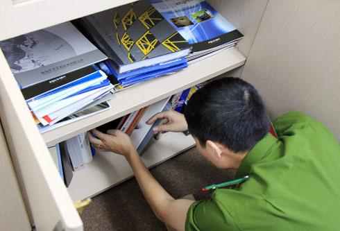 Khám xét phòng làm việc của TGĐ sàn bất động sản UDIC