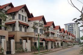 Nghịch lý trên thị trường bất động sản Việt