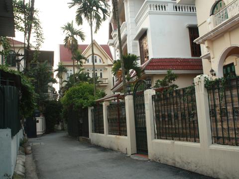 Nhà cho Tây thuê vắng khách