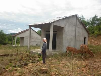Dự án hàng chục tỷ đồng tái định cư núi đầu Voi: Nhà cho dân thành nhà cho bò?!