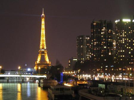 """Pháp: Nhà đầu tư bất động sản """"bung hàng"""" trước khi thuế mới có hiệu lực"""