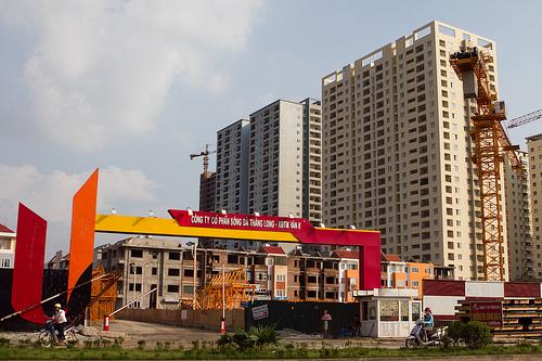"""Chung cư Hà Nội: Thêm áp lực trước làn sóng """"đại hạ giá"""""""