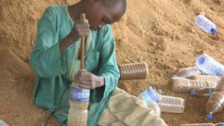 Nhà chống đạn ra đời từ chai nhựa