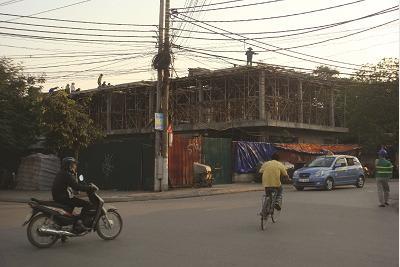 """""""Hóa kiếp"""" mương nước ở Cầu Giấy, Hà Nội, thành… cao ốc"""