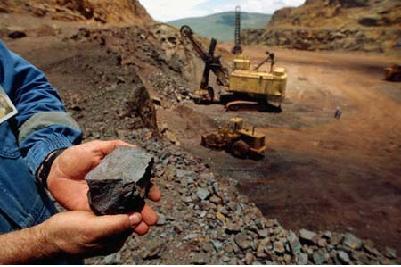 Trung Quốc: 50% xí nghiệp khai thác quặng sắt ngừng hoạt động