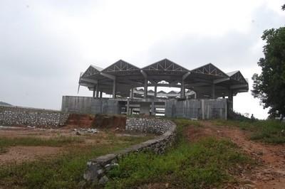 Dự án ngàn tỷ cho cỏ hoang mọc
