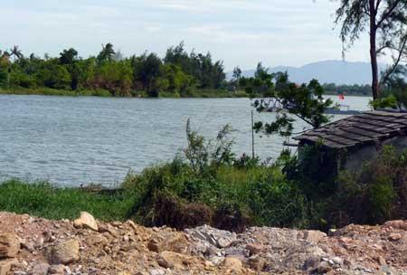 Mất tiền vì mua đất dưới… mặt sông