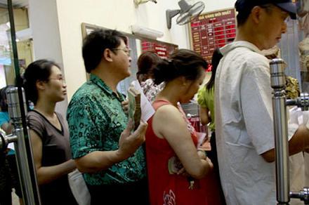 Hai thử thách đầu tiên chờ Thống đốc Nguyễn Văn Bình