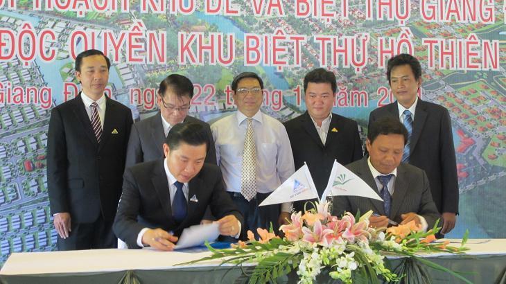 Đất Xanh: Ký kết hợp đồng phân phối độc quyến dự án Hồ Thiên Nga