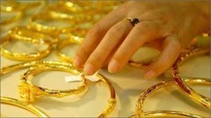 Giá vàng quanh mốc 44 triệu đồng/lượng