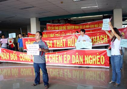 Vụ chuyển công năng chung cư thành bệnh viện Căng thẳng vì khách hàng biểu tình đòi căn hộ