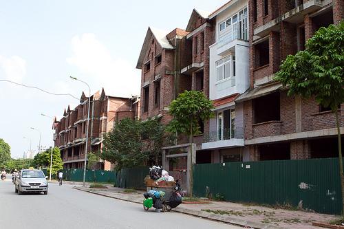 """Nhà, đất phía Tây giảm khoảng 5% do nhà đầu tư """"bán tháo"""""""
