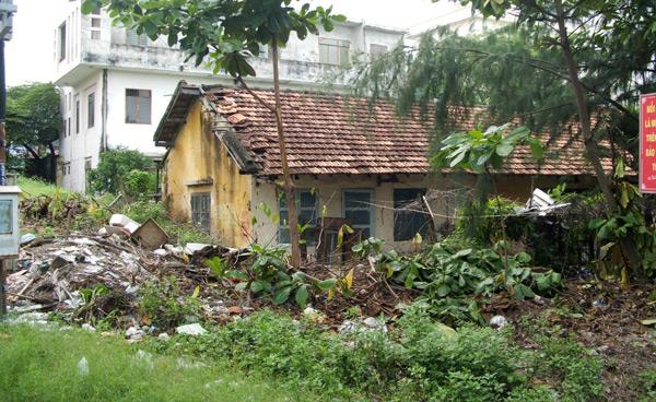 Những căn nhà bạc tỷ bỏ hoang