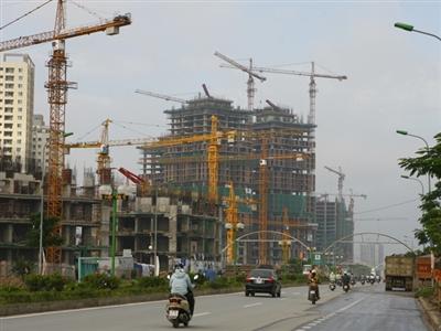 Nhiều chuyên gia nhận định bất động sản vẫn đang trên đà giảm giá. Ảnh: Hồng Vĩnh.