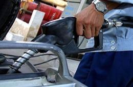 Giá xăng dầu trong nước vẫn khó giảm