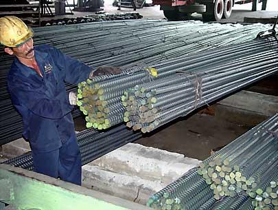 Mặc dù đang vào mùa xây dựng nhưng sức tiêu thụ các loại vật liệu trên thị trường sụt giảm rất mạnh.