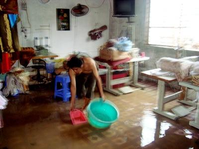 TP Hạ Long: Mưa là nước tràn vào nhà