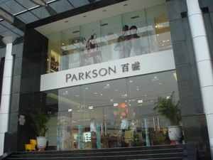 Hà Nội: Mặt bằng trung tâm thương mại tăng 23%