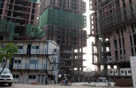 """Đua nhau """"khoe"""" tiến độ dự án bất động sản"""