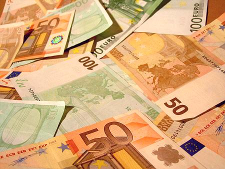 """Khủng hoảng nợ châu Âu: """"Một lỗ thủng trong cái xô"""""""