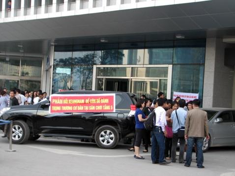 """Sau vụ một cư dân bị côn đồ đánh gẫy chân tại tòa nhà Keangnam Cư dân cao ốc Keangnam đứng trước nguy cơ bị """"cấm"""" thang máy"""