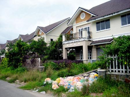 Nhơn Trạch - Đồng Nai: Nhiều khu biệt thự bỏ hoang
