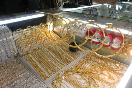 Giá vàng giảm 670.000 đồng/lượng