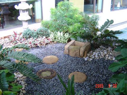 Thiết kế ngoại thất đá trong nhà vườn