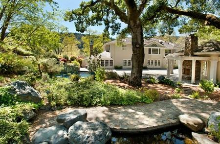 Tỷ phú Larry Ellison bán dinh thự 19 triệu USD